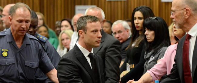 5 anni a Pistorius per l'omicidio della fidanzata. Ma in carcere resterà solo 10 mesi