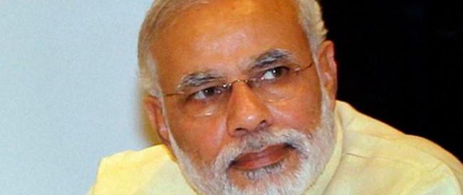 «Voglio un'India più pulita»: nel nome del Mahatma la sfida a colpi di ramazza del premier Modi