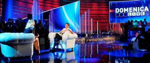 In tv Renzi gioca a fare l'antipolitico, ma è proprio lui il primo della casta