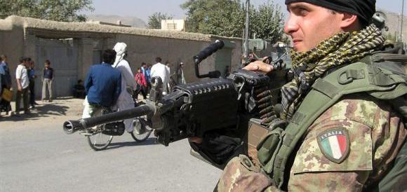 In Libano e in Afghanistan col volo di linea: l'ultima beffa per i nostri soldati