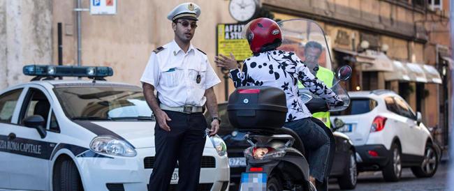 Roma, pedonalizzato il Tridente: l'ira di commercianti e centauri contro Marino