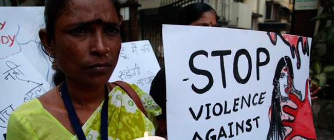 India choc, una quindicenne violentata, bruciata e decapitata: il mostro è il padre