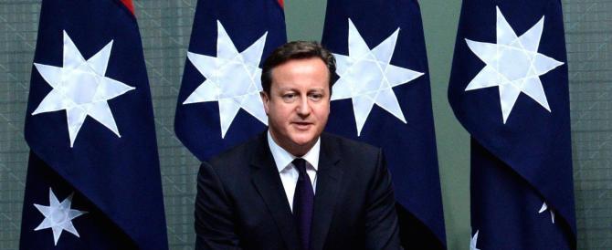 Cameron picchia duro: 5 anni di carcere contro chi ospita gli immigrati