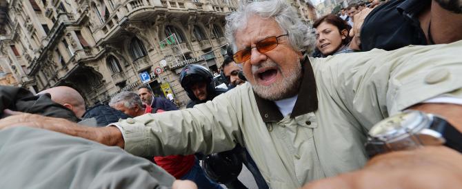 """Grillo, reddito da """"casta"""": 7.500 euro al mese, tante case e una Mercedes…"""