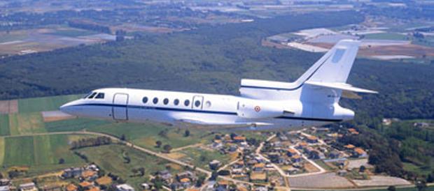 È scontro fra l'Aeronautica e gli M5S sul volo addestrativo della Pinotti
