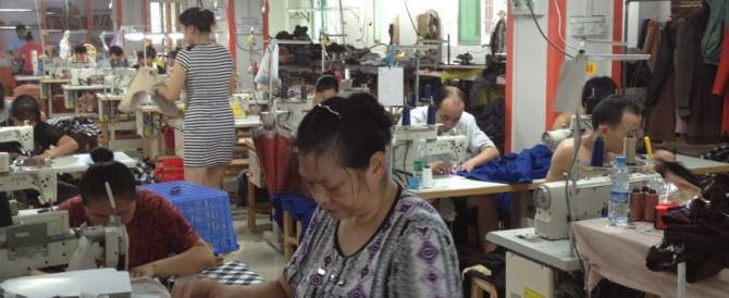 """Sequestrati abiti, cellulari e scarpe """"made in Italy"""". Ma erano cinesi…"""