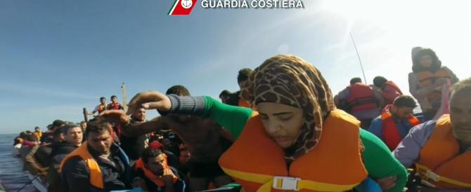"""Immigrati, """"Triton"""" si avvia già verso il naufragio: caos tra Gdf e Marina"""