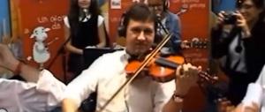 Nardella, il defino di Renzi, suona l'Inno di Forza Italia col violino (video)
