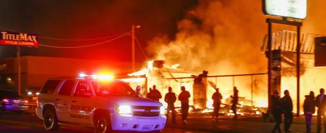 Poliziotto assolto, America in fiamme: afroamericani in rivolta a Ferguson