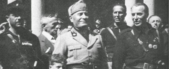 Quando Vincenzo Costa donò la Bandiera della Rsi ai giovani missini