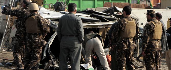 """Afghanistan, doppio attentato talebano nella """"pacificata"""" Kabul"""