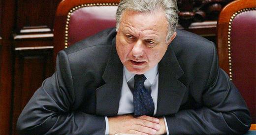 Matteoli striglia Forza Italia: «È l'ora di essere meno buoni col governo»