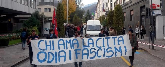 Corteo contro Casapound e Lega: la commedia dell'antifascismo a Trento