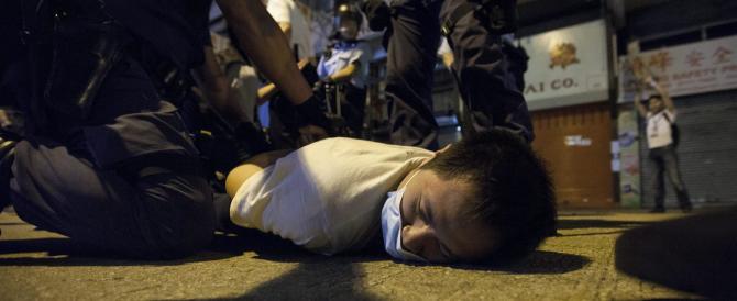 Pechino infierisce sugli studenti ribelli di Hong Kong: cento arresti