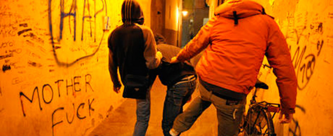 Raid a scuola e botte al preside, due giovani albanesi arrestati a Pistoia