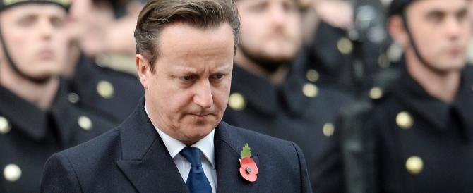 Immigrazione, Cameron non si fa intimidire: «Serve subito un freno»
