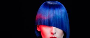 «Hai capelli tinti di blu, via dalla scuola»: il caso finisce in tribunale