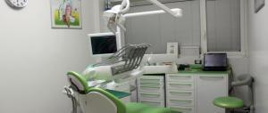 Cala la fiducia delle famiglie, si inizia a risparmiare anche sul dentista