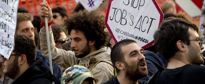 In Italia va tutto male, lo dice anche la Ue. E Renzi fa il barzellettiere