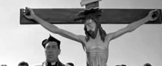 Contro la piena del Po in processione col Crocifisso di don Camillo