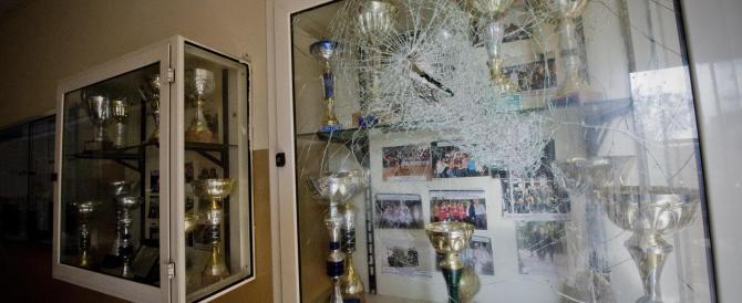 Napoli, scuola occupata e devastata dai vandali. Il rimedio? Bocciare tutti