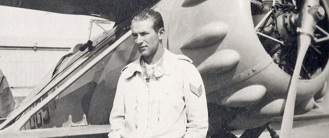Luigi Gorrini davanti al suo aereo