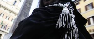 L'Anm dichiara finita la pacchia: i magistrati scelgano tra toga e politica