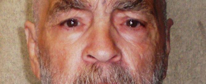 Il satanista Manson si sposa. Lui ha 80 anni, lei ne ha 26