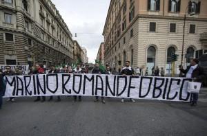 """Roma: Marcia periferie, al via corteo """"Marino vattene"""""""