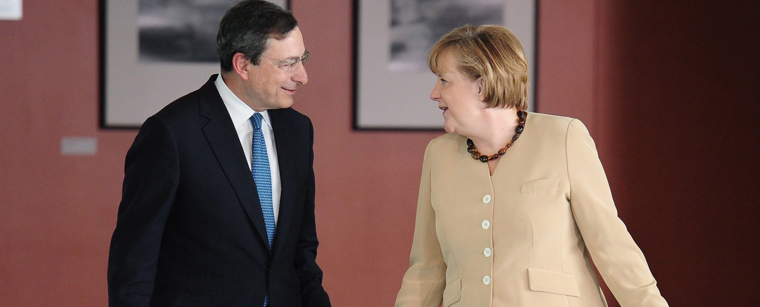 http://www.secoloditalia.it/files/2014/11/merkel-con-mario-draghi-e1416216911793.jpg
