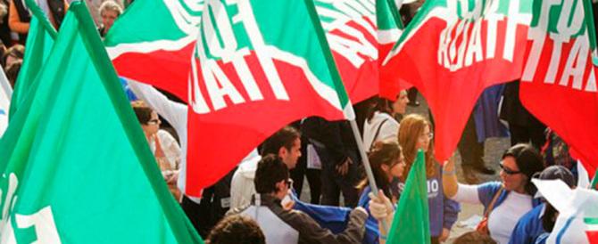 Forza Italia in piazza contro i salassi di Renzi. Il Cav a Milano, Fitto a Bari