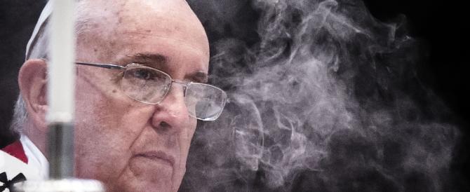 Papa Francesco licenzia il suo medico personale: è giallo sulle motivazioni