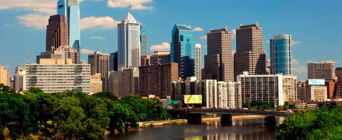 Filadelfia, video shock della polizia: ragazza rapita sull'uscio di casa