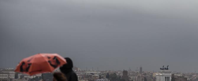 A Roma ha piovuto, Marino è salvo. Ma c'è poco da festeggiare…