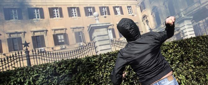 Bombe carta, bastoni e blitz negli ospedali: in scena lo sciopero sociale