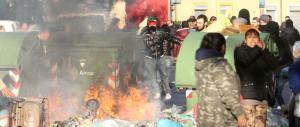 Sgomberati due centri sociali a Milano: scoppia la guerriglia urbana