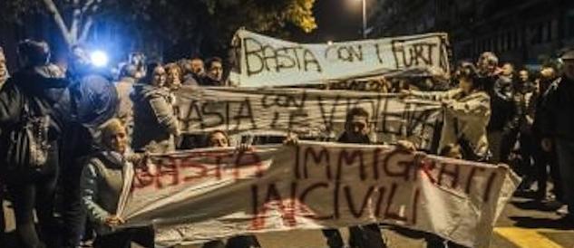 Tor Sapienza brucia. I residenti alla polizia: difendete noi, non gli immigrati