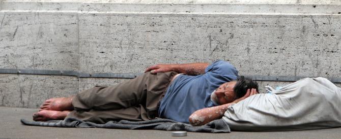 Nella Roma equa e solidale di Marino muore un clochard per il freddo