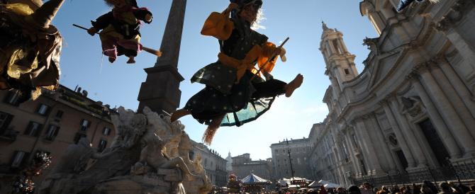 Contro Marino funerali a piazza Navona con bare e lumini
