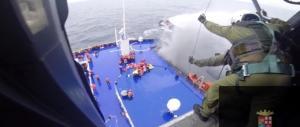 La grande macchina dei soccorsi? Per il traghetto in fiamme solo 2 elicotteri