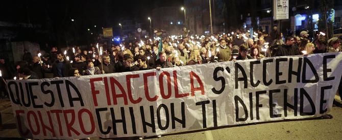 Una fiaccolata di destra: duemila persone contro i campi Rom a Roma nord