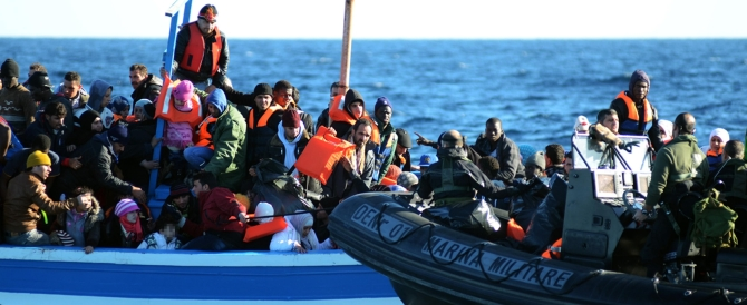 Immigrazione: gli italiani pagano, le coop si arricchiscono (e bene)