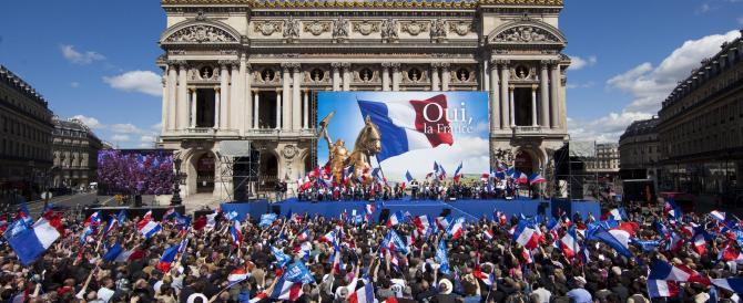 Marine Le Pen vola tra i giovani, la destra francese sfonda nei sondaggi