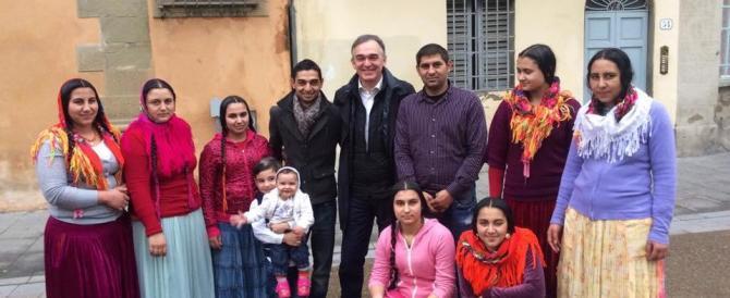 Rossi con la famiglia rom, Centrodestra scatenato: «Pensi ai toscani»