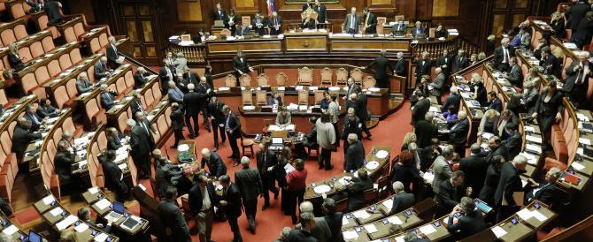 L'Italicum travolto dagli emendamenti. Renzi ora è tentato dalle urne