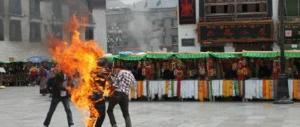 Il comunismo continua ad uccidere: giovane donna si immola per il Tibet