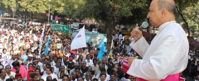India, i cristiani rischiano grosso: una legge vieterà a tutti di convertirsi