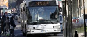 Roma sempre più violenta: autista aggredito e accoltellato sull'autobus