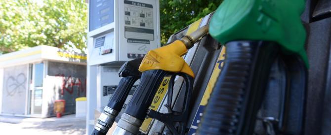 Dal 1° gennaio nuovo aumento della benzina. Gli italiani ringraziano