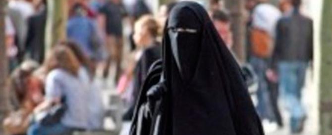 Dalla Lombardia proposta di legge per vietare burqa e niqab: no a volti coperti